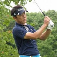 6アンダーで単独首位に立った高松厚(画像提供元:日本プロゴルフ協会) 2011年 皇潤クラシックシニアトーナメント 初日 高松厚