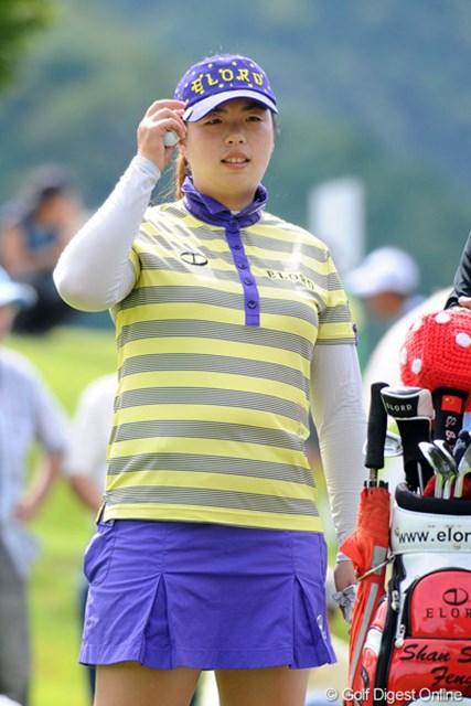 2011年 ゴルフ5レディス 初日  フォン・シャンシャン  中国パワー怖いな~。いっつもパッツンパッツンのミニスカっちゅうのも怖いな~。9位T