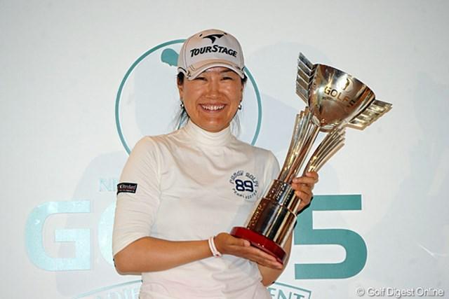2011年 ゴルフ5レディス 最終日 イエ・リーイン 豪雨の中の接戦を制し、ツアー初勝利を飾ったイエ・リーイン