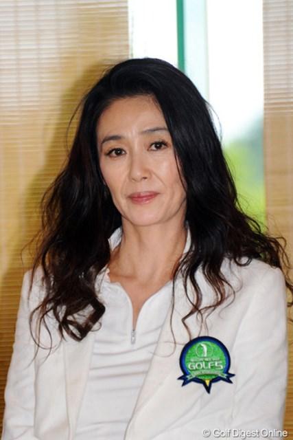 2011年 ゴルフ5レディス 最終日 萬田久子  ゴルフ5のイメージキャラクターです。悲しい出来事があったけど、相変わらずお美しいのでピンの画像をUP。これが大人の女の「目力」でっせ~!