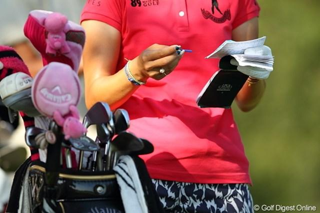 2011年 日本女子プロゴルフ選手権大会コニカミノルタ杯 初日 上田桃子 手元が意外と派手派手な桃子プロ。