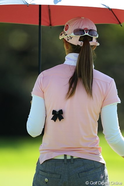 2011年 日本女子プロゴルフ選手権大会コニカミノルタ杯 初日 喪章 背中に蝶がとまってるかと思ったら喪章だった