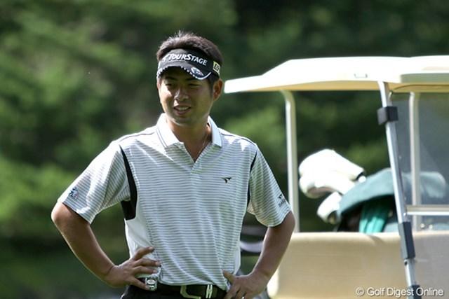 プロアマ中、同伴競技者のプレーを和やかに見つめる池田勇太