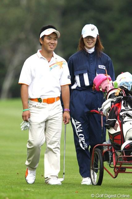 ハウスキャディにも助けられ、アマチュアの伊藤誠道が単独首位で決勝ラウンドへ