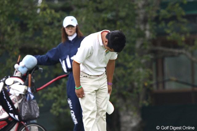 2011年 ANAオープンゴルフトーナメント 2日目 伊藤誠道 高校生らしくコースに一礼