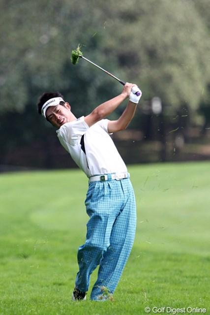 2011年 ANAオープンゴルフトーナメント 2日目 池田勇太 渾身の力で振りぬくも・・・ラフから出ただけです