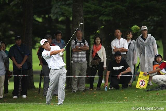 2011年 ANAオープンゴルフトーナメント 3日目 小田孔明 17番(パー5)でバーディを奪えなかったことを悔しがった小田孔明。「本当は首位に立ちたかった」と悔やんだ