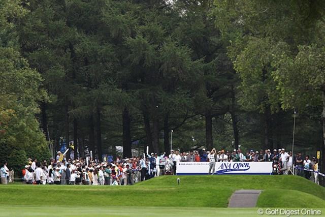 2011年 ANAオープンゴルフトーナメント 3日目 伊藤誠道 15番のティグランド、セカンド地点より