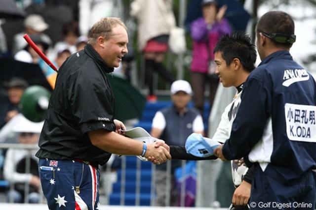優勝を決めアマチュアの誠道君と握手
