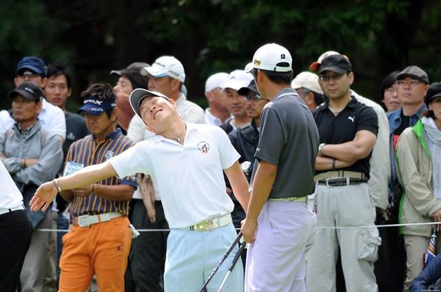 2011年 アジアパシフィックオープンゴルフチャンピオンシップパナソニックオープン 初日 藤本佳則 「それいけフジモトくん①」日本アマで櫻井君に敗れた福祉大生やけど、見ててムチャムチャ面白い子ですワ。大学の大先輩とも友達同士のようにラウンドしてたからなァ。12位T