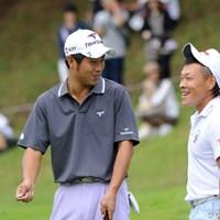 「それいけフジモトくん③」 グリーン脇で最終ホールでチーピンを打ってボギーとしたフジモトくんに、先輩が「バカかおまえ!」の一言。「もったいないことをするな」という意味だったそうです。 2011年 アジアパシフィックオープンゴルフチャンピオンシップパナソニックオープン 初日 藤本佳則&池田勇太