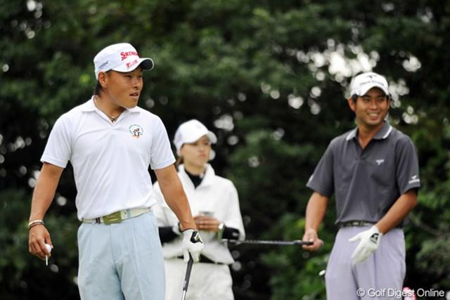 2011年 アジアパシフィックオープンゴルフチャンピオンシップパナソニックオープン 初日 藤本佳則 「それいけフジモトくん④」 159ヤードのショートをノ・スンヨルが7Iで打ったことを知り、「エッ、7番・・・」と何回も絶句するフジモトくんと、それを見て苦笑する先輩の図でした。