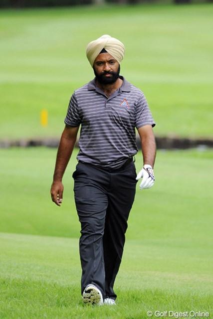 2011年 アジアパシフィックオープンゴルフチャンピオンシップパナソニックオープン 初日 スジャン・シン かつてこれほどインド人らしいインド人を見たことがあるでしょうか!ギャラリーがヒソヒソ声で「あのターバンはヘッドアップの防止になるんちゃう?」などと囁き合っておりました。