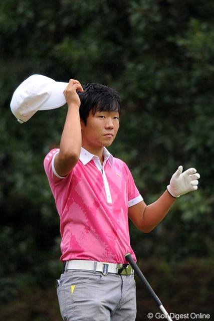 2011年 アジアパシフィックオープンゴルフチャンピオンシップパナソニックオープン 初日 浅地洋佑 先週大活躍の伊藤くんと同じ高校の先輩。もちろん浅地くんもスーパー・アマなんやけど、今週は9オーバーの131位と撃沈・・・。