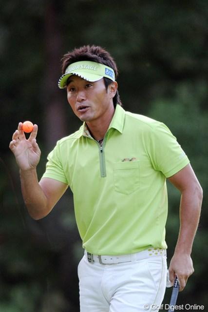 2011年 アジアパシフィックオープンゴルフチャンピオンシップパナソニックオープン 2日目 宮本勝昌 今季初優勝を狙う宮本勝昌。復調の兆しを探しながらのラウンドが続いている