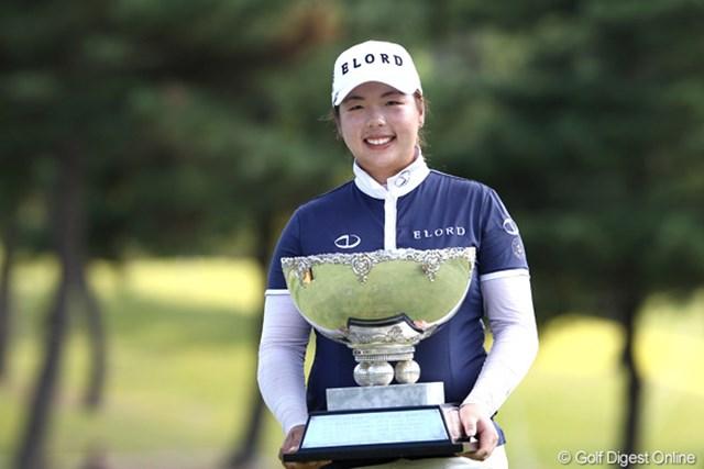 2011年 ミヤギテレビ杯ダンロップ女子オープンゴルフトーナメント 最終日 フォン・シャンシャン 今季日本ツアー6戦目にして早くも2勝目!最終日「68」で逆転優勝を飾ったフォン・シャンシャン