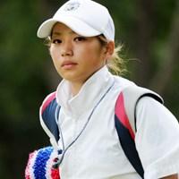 この娘も初日から「ウィラチャンのキャディがかわいい」と、マニアックな噂が立ってましたんでUP。実際は画像よりスリムですワ。そやけど、ウィラチャンっていったい誰やね~ん! 2011年 アジアパシフィックオープンゴルフチャンピオンシップパナソニックオープン 最終日 T.ウィラチャンのキャディ
