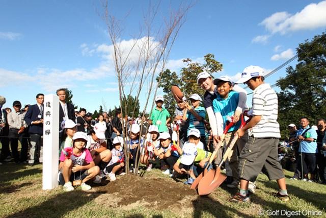 2011年 ミヤギテレビ杯ダンロップ女子オープンゴルフトーナメント 最終日 復興の植樹 子供達と復興への植樹