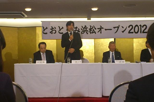 2011年 ホットニュース とおとうみ浜松オープン 深掘圭一郎 「2011年はおかげさまで成功でした。アメリカのように地域で盛り上げることが大事」と話す深堀