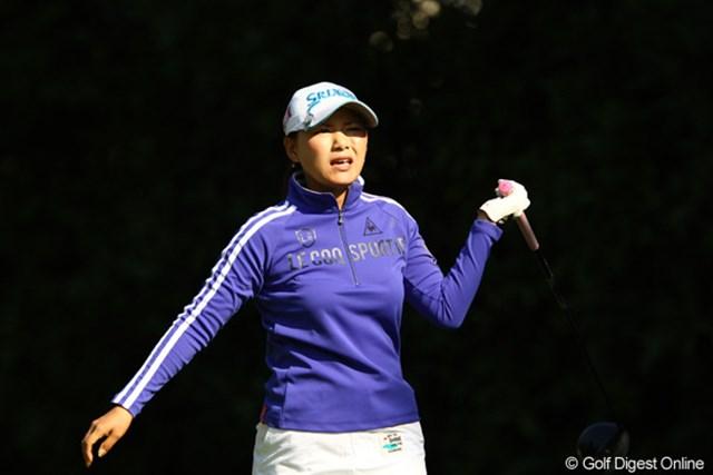 2011年 日本女子オープンゴルフ選手権競技 初日 横峯さくら ティショットの精度に欠け、ラフに悪戦苦闘する1日となった横峯さくら