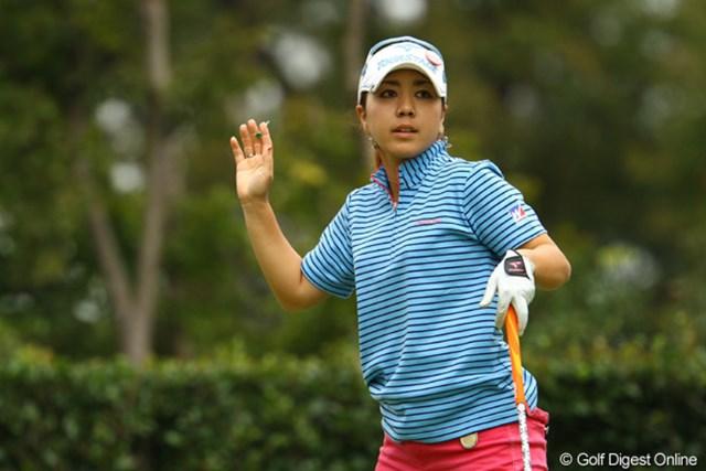2011年 日本女子オープンゴルフ選手権競技 2日目 宮里美香 スコアは1つ落としましたが、単独首位に躍り出ました。スタートから10ホール連続パーセーブ。我慢我慢で凌ぎまくりのゴルフでした。