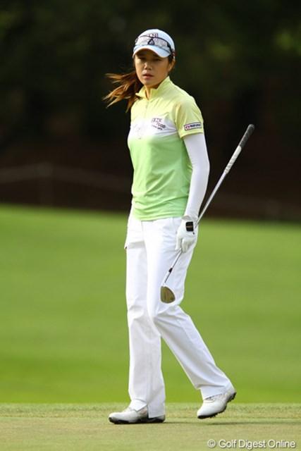 2011年 日本女子オープンゴルフ選手権競技 3日目 ヤング・キム 彼女がベースボールキャップの時は、風が強い証拠です。81を叩き、14位タイに後退。