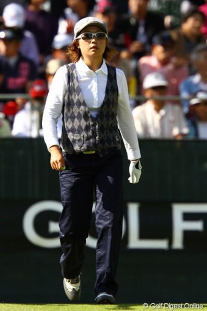 2011年 日本女子オープンゴルフ選手権競技 3日目 足立由美佳 クラシカルなスタイルがオシャレなのでアップしました。ちなみにパターもクラシカルにキャッシュイン。27オーバー60位タイ。