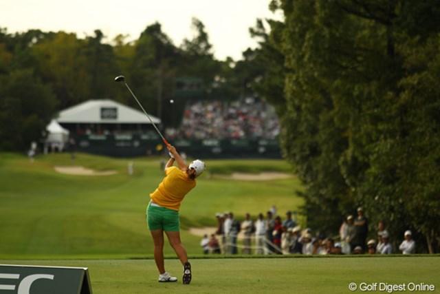 2011年 日本女子オープンゴルフ選手権競技 3日目 18番ホール 今週、難易度ナンバーワンホールは君だ!!フィニッシングホールが難易度が高いと言う事は・・・明日も最後の最後まで勝負の行方は分からないかも知れませんよ。