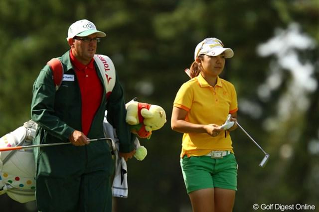 2011年 日本女子オープンゴルフ選手権競技 3日目 宮里美香 スタートから3連続ボギー。ダボも2つ叩くなど、今日は珍しく大乱調。風で急変したグリーンに対応できなかったようです。4打差の5位タイへ後退しましたが、まだまだ優勝候補の筆頭なのは間違いないと思います。