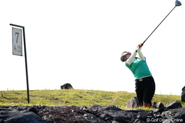 2011年 SANKYOレディースオープン 初日 大山志保 「風の中のゴルフも好き」風に負けない強いボールを打つ志保ちゃん