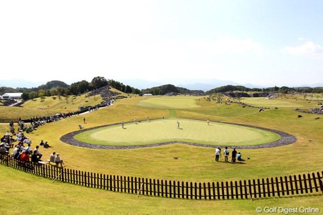 2011年 SANKYOレディースオープン 初日 6番ホール ハート型のグリーン、周りには溶岩が敷き詰まれている