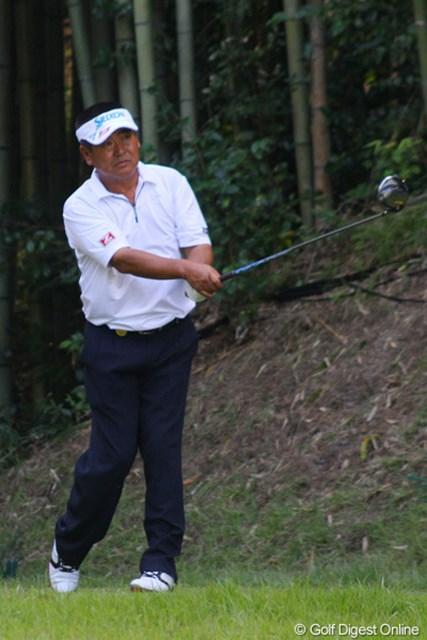 """ショットは持ち前の""""攻め""""のゴルフに徹したが、パットの不調でイーブンパーと伸び悩んだ三好隆"""