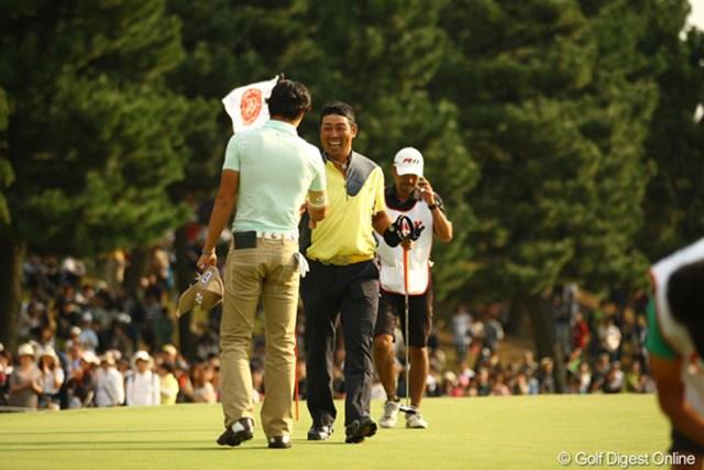 2011年 キヤノンオープン 3日目 小山内護と石川遼 「最後は二人ともグダグダだったな。」と会話しながら、何故か明るい表情の2人でした