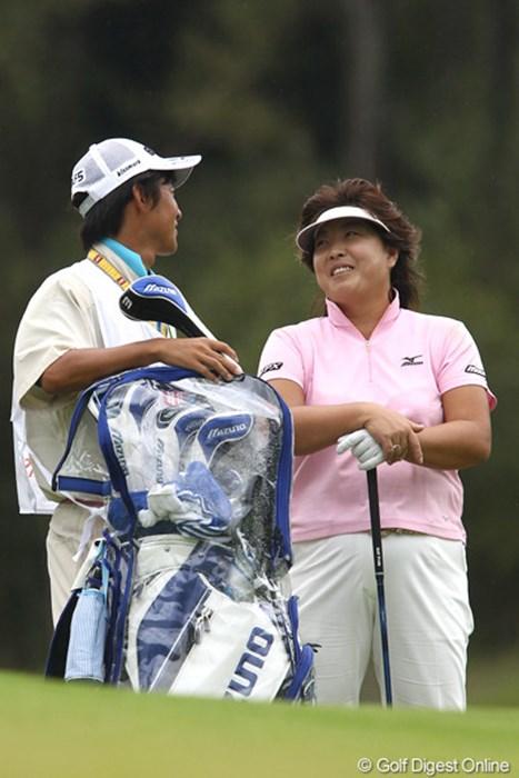 とっても楽しそう、5アンダー2位タイ 2011年 富士通レディース 2日目 木村敏美