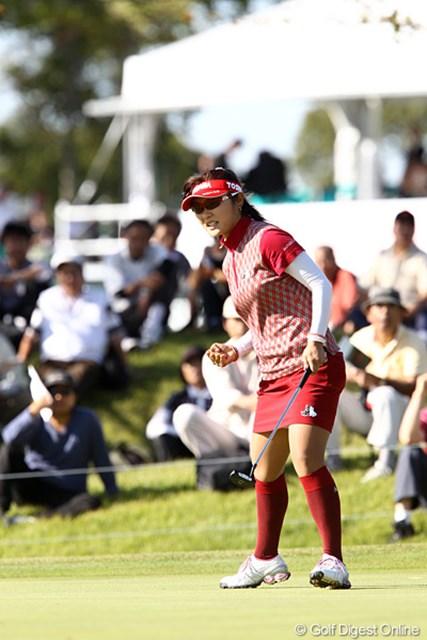 15番でバーディパットを決めて気迫のこもった表情の藤田幸希