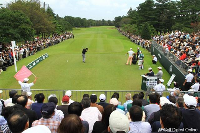 2011年 日本オープンゴルフ選手権競技 最終日 1H  Teeバックスタンド 本日のギャラリー数 14872