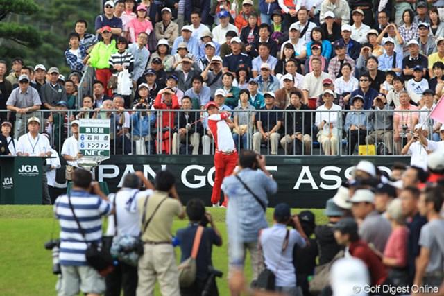 2011年 日本オープンゴルフ選手権競技 最終日 1H Tee スタート風景 カメラマンはスナイパー。いつも狙い打ちしてます!