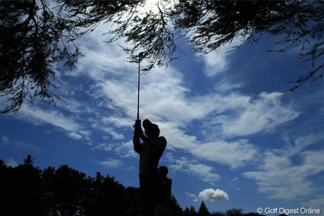 2011年 日本オープンゴルフ選手権競技 最終日 6H 2nd Shot さあみなさんこのシルエットは誰でしょうか?