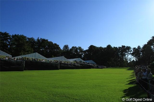 2011年 日本オープンゴルフ選手権競技 最終日 13H  Par3 このホールはとても印象に残りました。脇に並ぶテントがお洒落でトーナメントの感じをさらに引き立ててた。