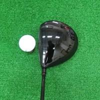 ヘッドの色はブラックで引き締まった印象だが、シャロー形状のため、やさしさが垣間見れる マーク試打 ロイヤルコレクション SFD Black ドライバー NO.2