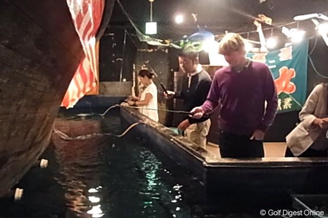 【スネデカー密着レポート(その1)】 ブラント・スネデカー 姿勢が良い印象のスネデカー。魚釣りをしても、その姿勢は崩れない。