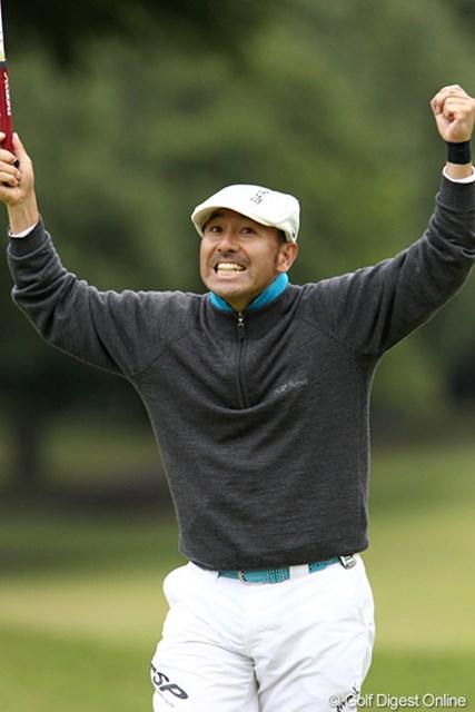 2011年 ブリヂストンオープンゴルフトーナメント 2日目 すし石垣 最終ホールバーディ、おどけてみせるすっし~です