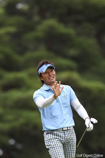 2011年 ブリヂストンオープンゴルフトーナメント 2日目 宮本勝昌 ショットを苦しみながらやってるようには見えません、8アンダー単独トップ