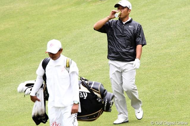 2011年 ブリヂストンオープンゴルフトーナメント 2日目 原口鉄也 男は黙って缶コーヒー、でも3位タイ