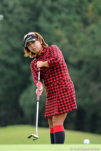 2011年 マスターズGCレディース 最終日  吉田弓美子  シホ姐さんから「今日、一番ウエアに気合が入ってる」と、言われてました。お出かけの装いで優雅にプレー。しかしスコアは・・。ていうか、同伴プレーヤー(大山、上原)に煽られ過ぎたんやろなァ。13位T