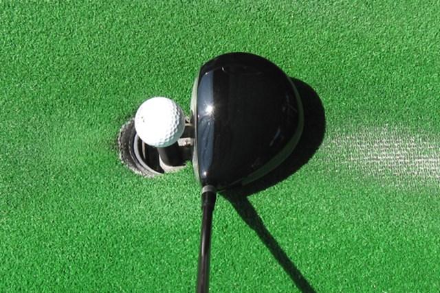 ヘッド体積は420ccと小ぶり。操作性が良く弾道を打ち分けるのに最適