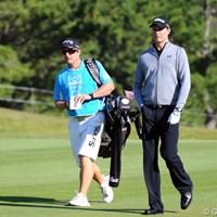 今週はさくらがお休みとかで、ジョンが久方ぶりにスメイルを担いでおりました。後ろに立ってアドレスをチェックしたりという、女子プロのキャディによく見受けられる仕事は一切しておりませんでした!!23位T 2011年 マイナビABCチャンピオンシップゴルフトーナメント 初日 D.スメイル&ジョン