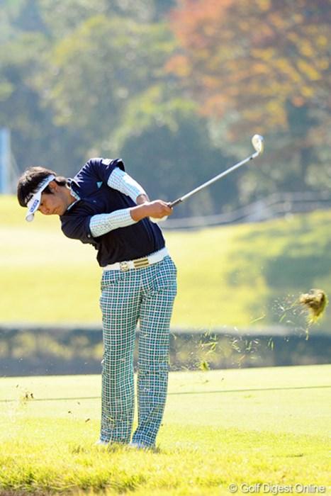 師匠・田中秀道が見守る中、単独首位に浮上した富田雅哉 2011年 2011年 マイナビABCチャンピオンシップゴルフトーナメント 2日目 富田雅哉