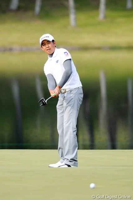 2011年 マイナビABCチャンピオンシップゴルフトーナメント 3日目 河野晃一郎 最終18番、2オンに成功した河野晃一郎はバーディを奪った
