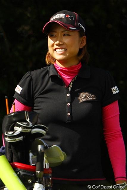 2011年 樋口久子 森永製菓ウイダーレディス 2日目 原江里菜 明日は最高の笑顔を見せて下さいね。首位と2打差4位タイ。